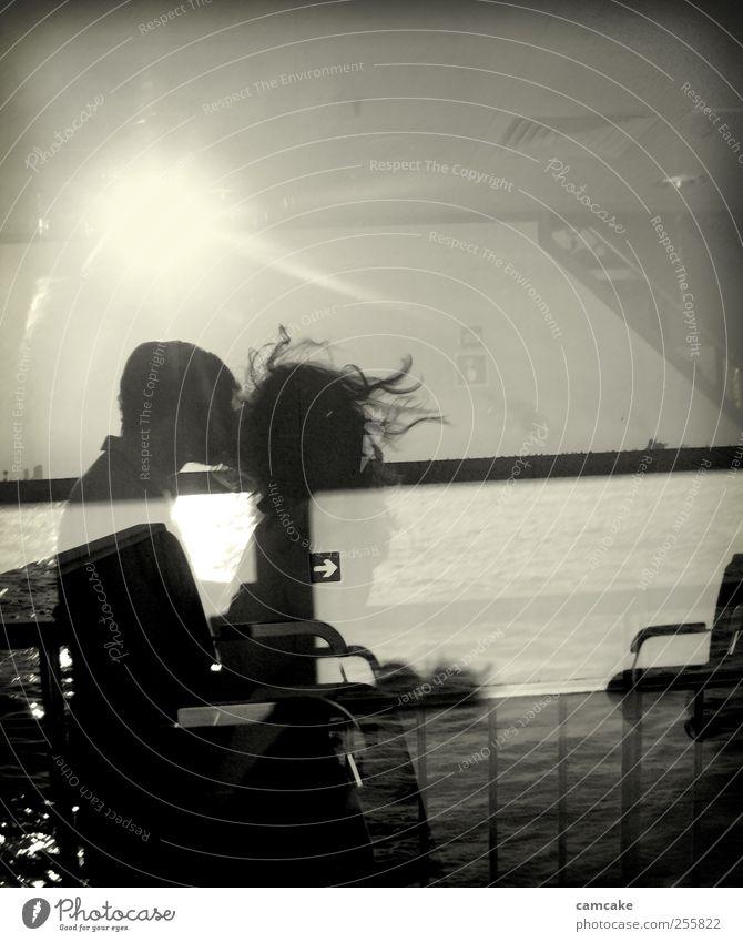 surface maskulin Junge Frau Jugendliche Junger Mann Kopf Haare & Frisuren 2 Mensch 18-30 Jahre Erwachsene Wasser Himmel Sommer Meer Hafen Fenster Glas