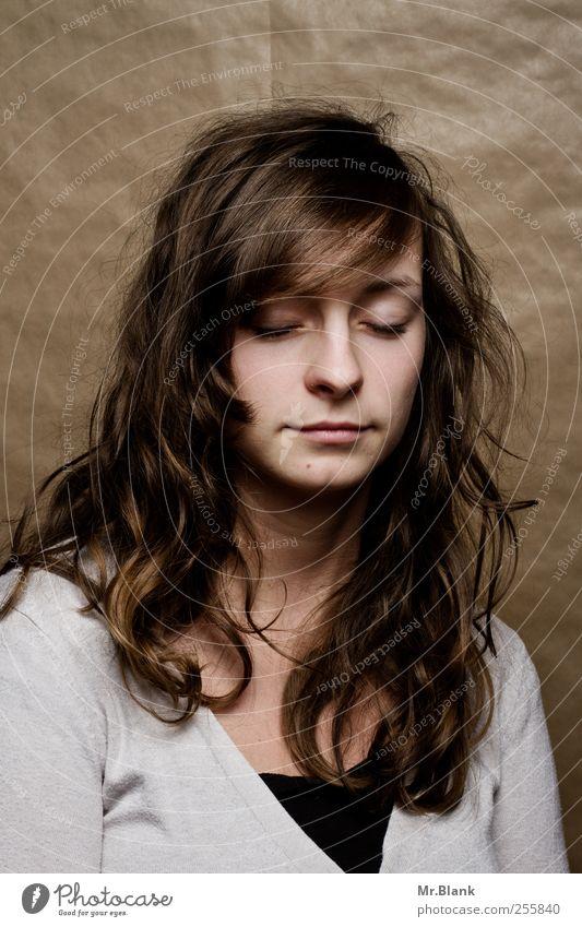 leiden für fortgeschrittene III Mensch feminin Junge Frau Jugendliche 1 18-30 Jahre Erwachsene braun weiß Gefühle Enttäuschung Einsamkeit verstört Angst Stress