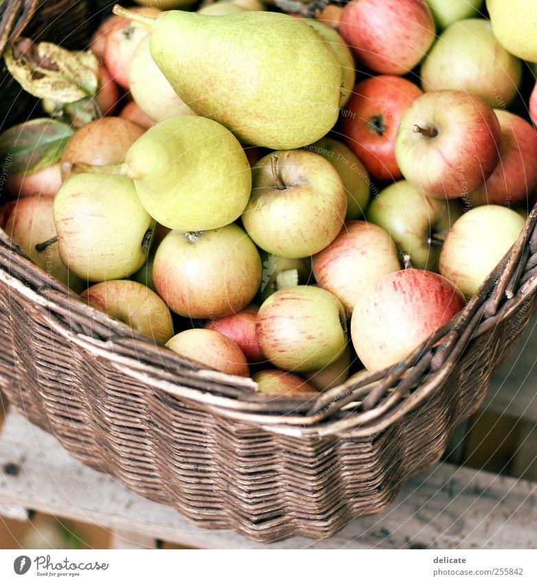 Apfelkorb Frucht Umwelt Natur Sommer Herbst Pflanze Blatt Garten Kasten hängen liegen Gesundheit lecker süß braun gelb grün rot Appetit & Hunger Genusssucht