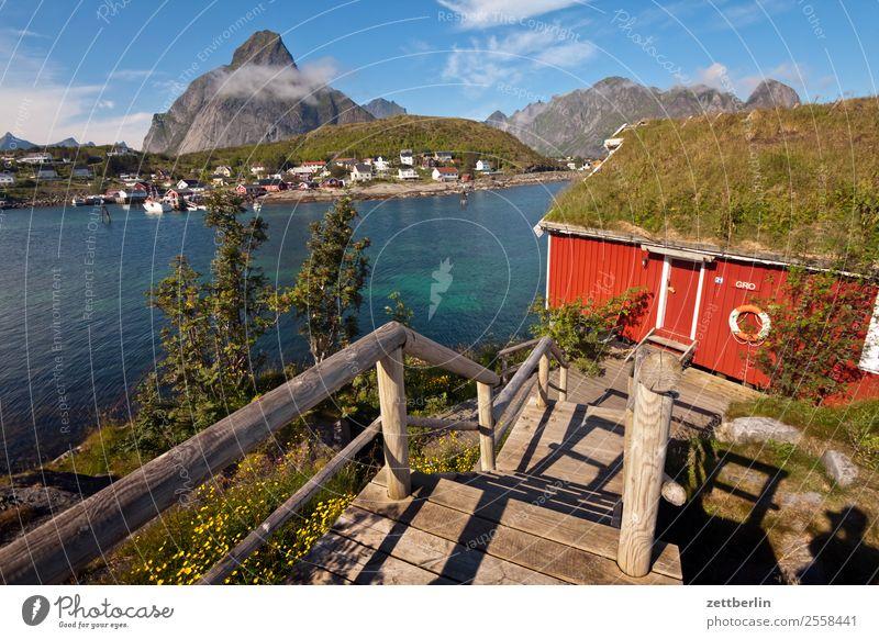 Reinebringen bei Reine reinebringen Berge u. Gebirge Polarmeer Europa falunrot Felsen Ferien & Urlaub & Reisen Hafen Haus Himmel Himmel (Jenseits) Holzhaus