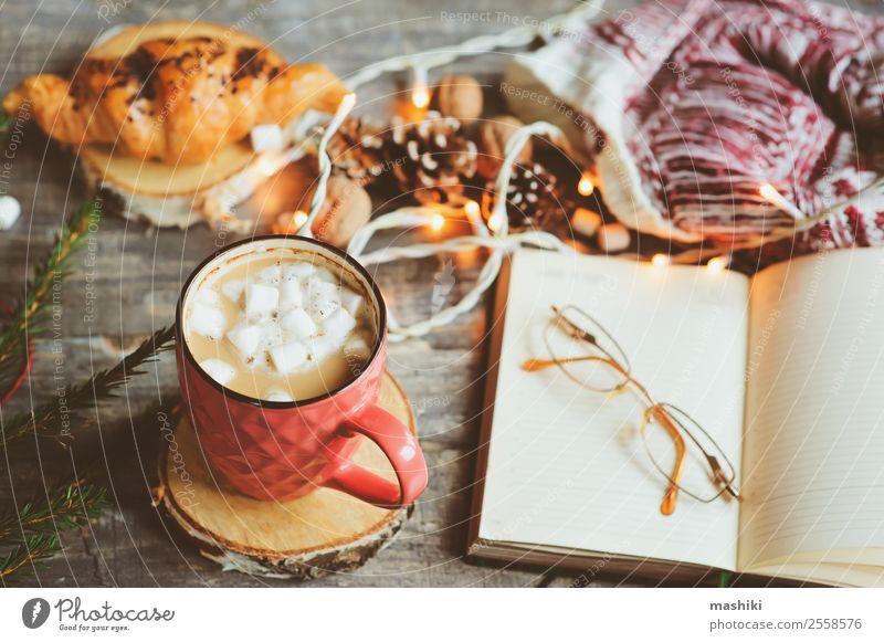 Wochenplaner oder eine Liste mit Weihnachtsdekorationen zu machen. Kakao Kaffee Winter Dekoration & Verzierung Tisch Silvester u. Neujahr Paar Buch heiß