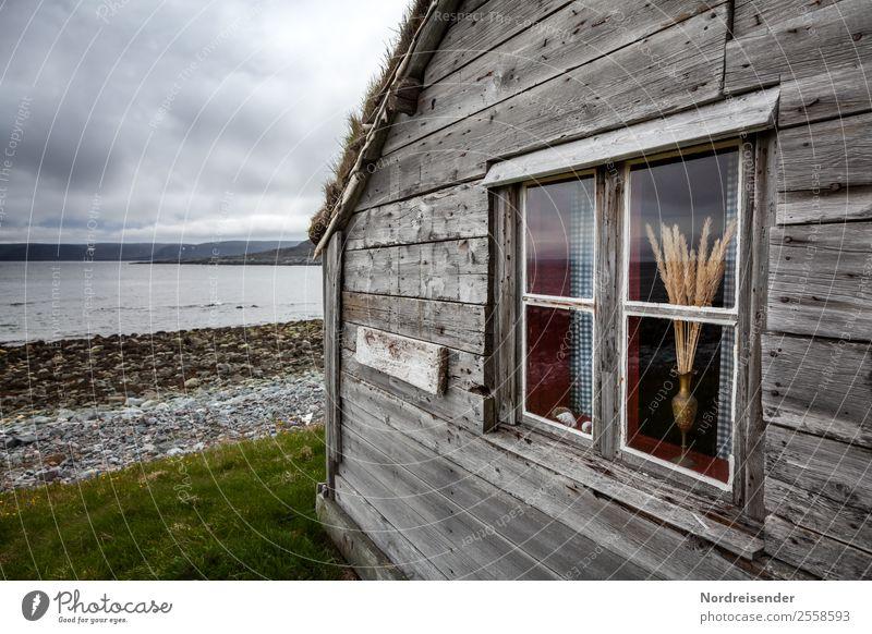 Nordischer Charme Ferien & Urlaub & Reisen Landschaft Meer Haus Wolken ruhig Ferne Fenster dunkel Architektur Wand Holz natürlich Küste Gebäude Mauer