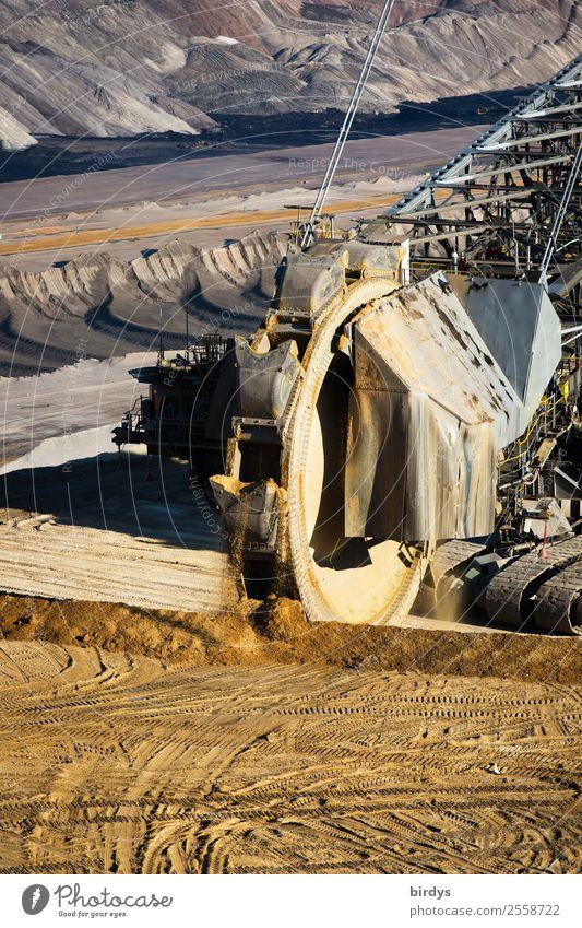 Schaufelradbagger Tagebau Garzweiler gelb braun grau Arbeit & Erwerbstätigkeit Erde Energiewirtschaft Kraft authentisch bedrohlich Zukunftsangst stark Tradition