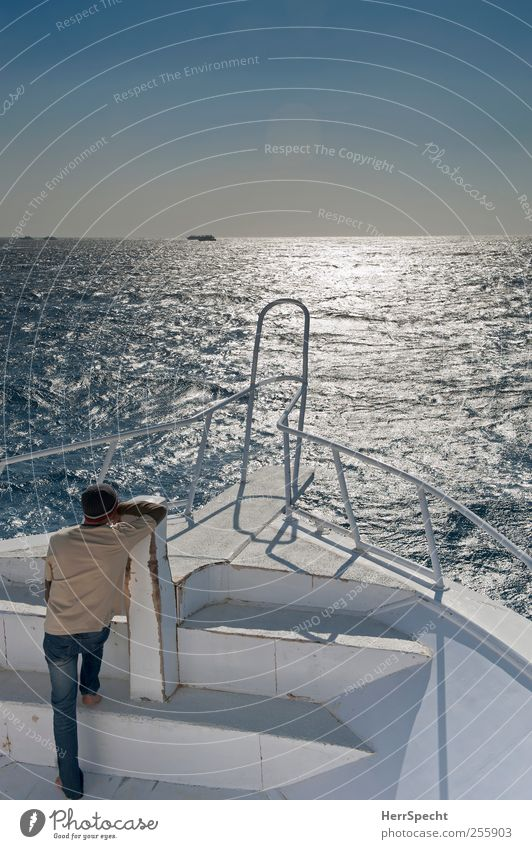 Fernsucht maskulin 1 Mensch Wolkenloser Himmel Schönes Wetter Wellen Meer Schifffahrt Bootsfahrt Passagierschiff Jacht An Bord fahren Ferien & Urlaub & Reisen