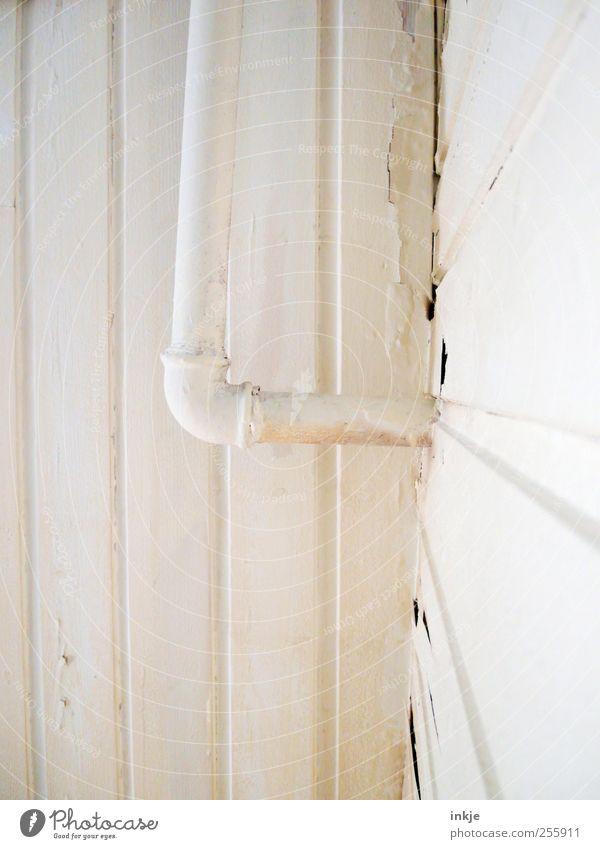 drei Farben weiß (1) alt weiß Farbe oben Holz Farbstoff Metall Linie Raum Fassade kaputt Ecke Baustelle Wandel & Veränderung Streifen Häusliches Leben