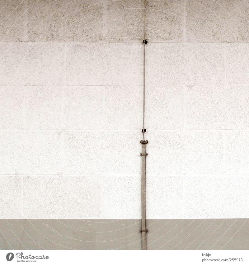 drei Farben weiß (3) Haus kalt Wand grau Mauer Linie Wohnung Fassade Kabel trist Technik & Technologie dünn lang Backstein einzeln vertikal