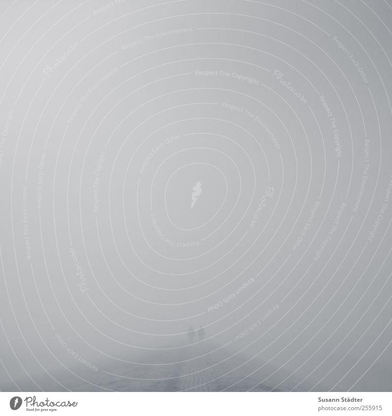 zusammen stark. | Spiekeroog Mensch Natur Herbst Umwelt Landschaft Wege & Pfade Paar Kraft Angst Nebel laufen Beginn Insel Hoffnung Hügel Neugier