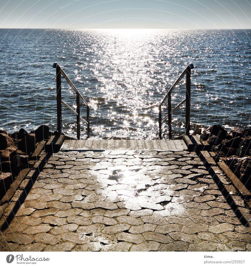 Ganzjährig geöffnet Wasser Ferien & Urlaub & Reisen Meer Erholung Küste Wellen glänzend nass Schwimmen & Baden Treppe Nordsee Geländer feucht Straßenbelag