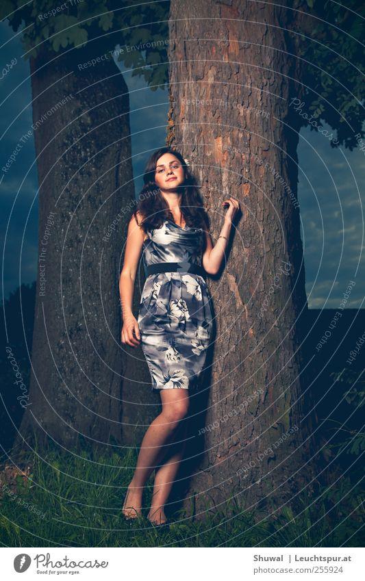 Novosibirsk Mensch Jugendliche schön feminin elegant Romantik Körperhaltung Kleid brünett Junge Frau Russland selbstbewußt Stolz attraktiv eitel Photo-Shooting