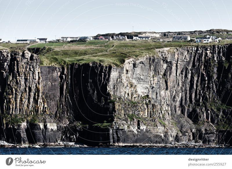 Nicht auf Sand gebaut Landschaft Wiese Felsen Berge u. Gebirge Küste Riff Meer Atlantik Nordirland Europa Dorf Fischerdorf fest gigantisch groß oben unten