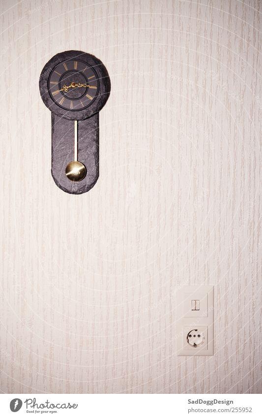 Tatort fängt gleich an Umwelt braun Raum Zeit Uhr Elektrizität Dekoration & Verzierung retro Tapete Wohnzimmer antik Steckdose Vignettierung Lichtschalter