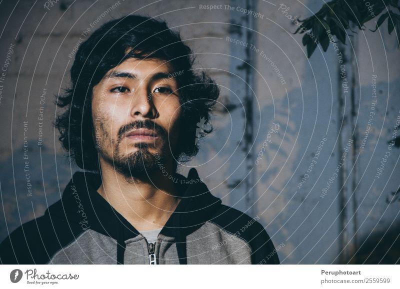 Porträt eines jungen Mannes mit bärtigem Hemd Haut Gesicht Business Fotokamera Mensch Erwachsene Wald Mode Vollbart Traurigkeit dunkel blau grau Stimmung