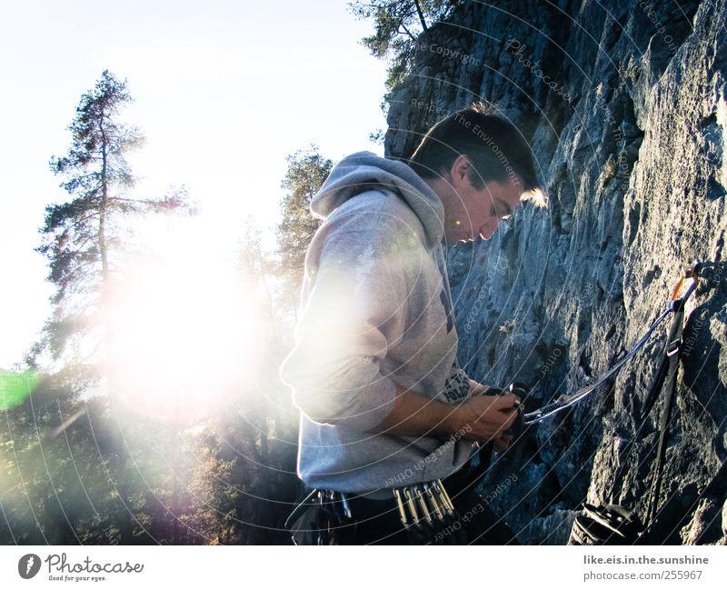 letzte sonenstrahlen genießen.... Leben Sinnesorgane Erholung Freizeit & Hobby Berge u. Gebirge Sport Klettern Bergsteigen maskulin Junger Mann Jugendliche 1