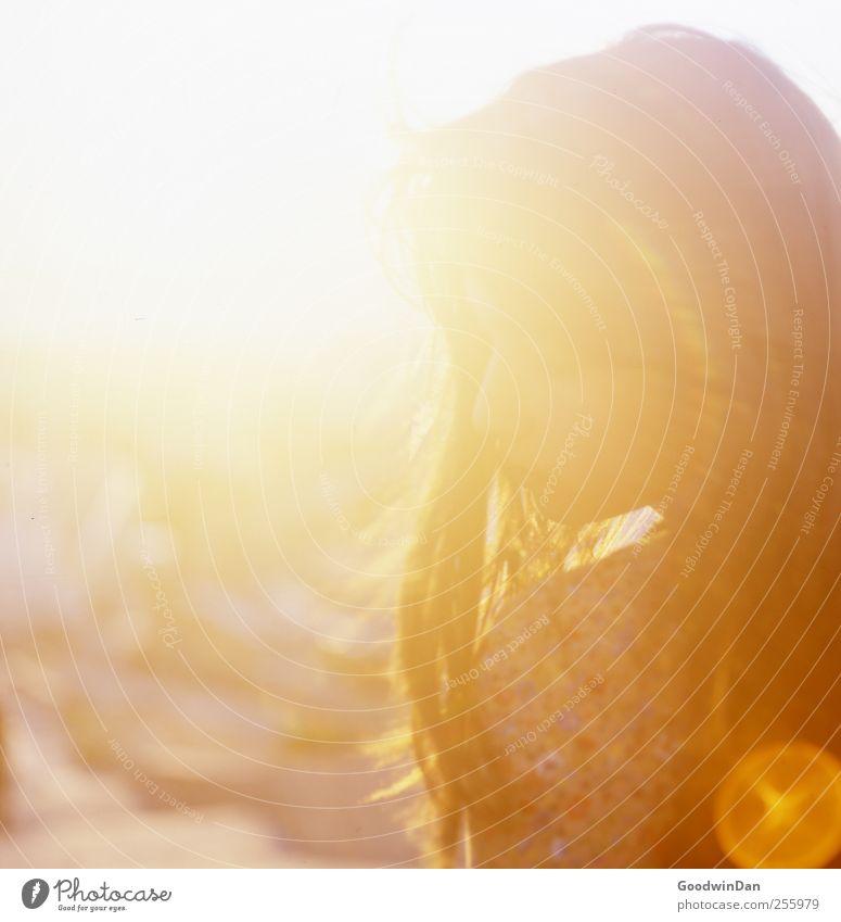 [450] Reise Frau Mensch Jugendliche schön Erwachsene feminin Gefühle Wärme träumen Stimmung sitzen warten frei wild außergewöhnlich