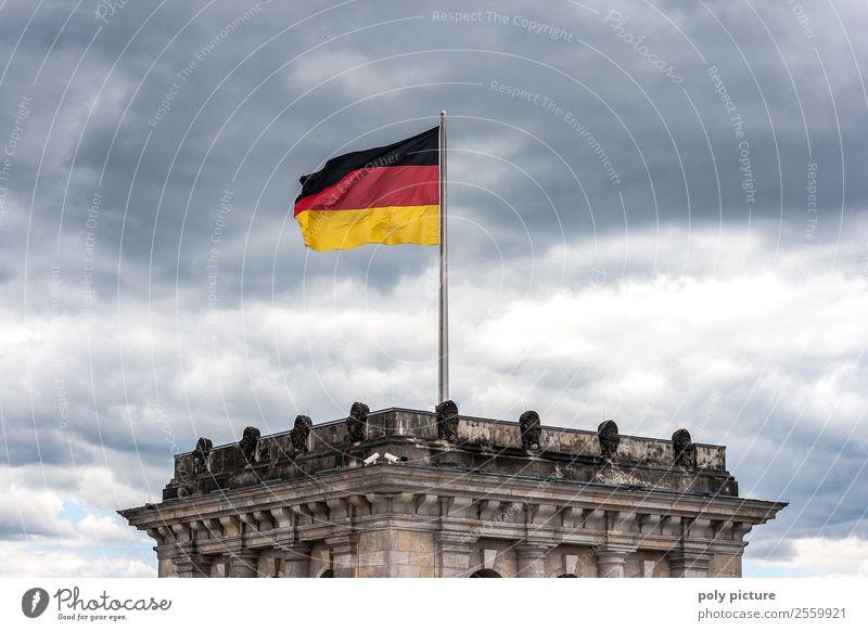 Deutschland-Fahne weht auf dem Reichstag in Berlin Hauptstadt Deutscher Bundestag Identität einzigartig Reichtum Schutz Zufriedenheit Politik & Staat