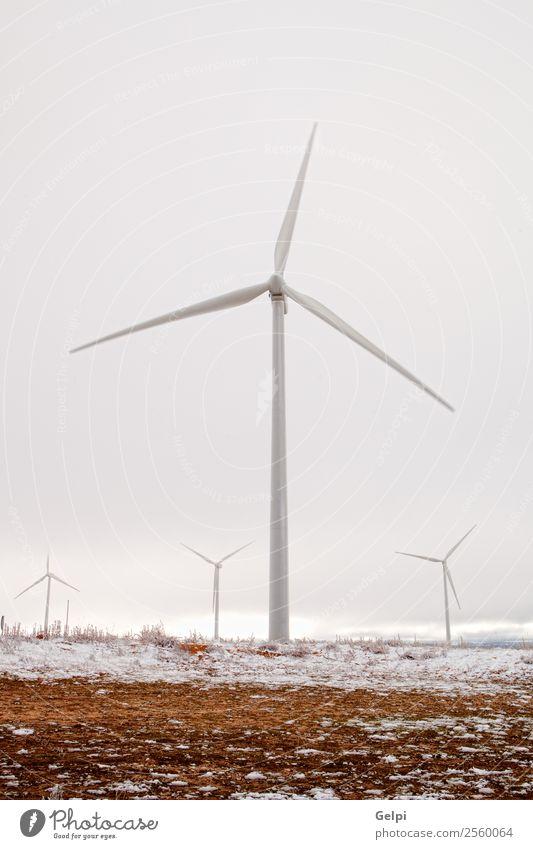 Schneereicher Windpark mit vielen hohen Windmühlen Winter Industrie Technik & Technologie Windkraftanlage Umwelt Natur Landschaft Pflanze Himmel Klima