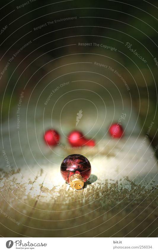 Kugellager III Weihnachten & Advent alt rot schwarz dunkel Holz klein Feste & Feiern Beleuchtung glänzend Wohnung natürlich liegen Dekoration & Verzierung rund Kitsch