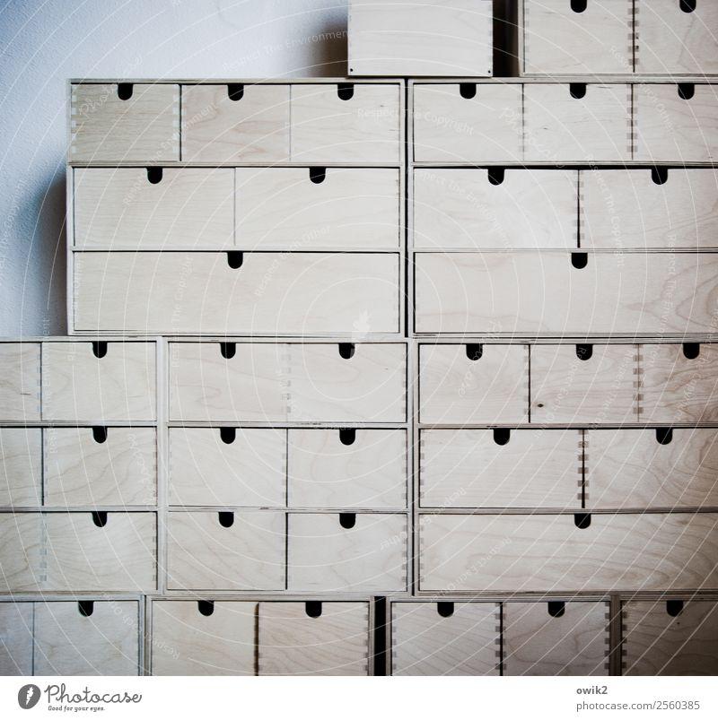 Ordnungshalber Schublade Behälter u. Gefäße Stapel Holz fest Zusammensein viele Farbfoto Gedeckte Farben Innenaufnahme Detailaufnahme Muster Strukturen & Formen