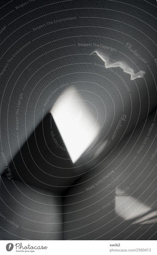 Malen mit Licht Wohnung Wohnzimmer Dachschräge Zimmerecke Wand außergewöhnlich Vergänglichkeit Irritation Wandel & Veränderung geisterhaft unklar Rätsel