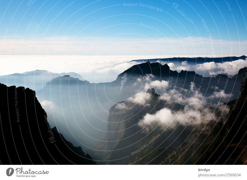 Übersicht Natur Landschaft Urelemente Himmel Wolken Felsen Berge u. Gebirge Gipfel Madeira authentisch hoch oben positiv blau grau schwarz weiß demütig