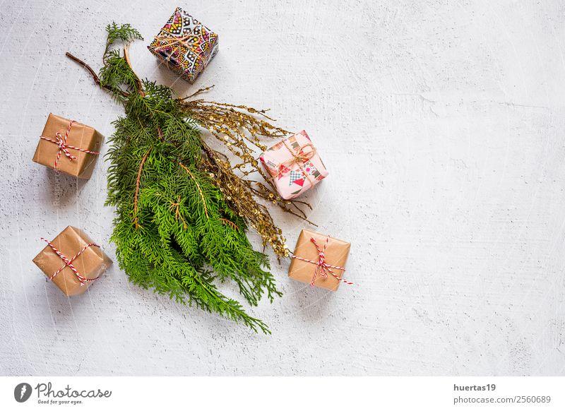 Weihnachtshintergrund mit Dekorationen Winter Schnee Dekoration & Verzierung Schreibtisch Weihnachten & Advent Silvester u. Neujahr PDA Baum Paket oben