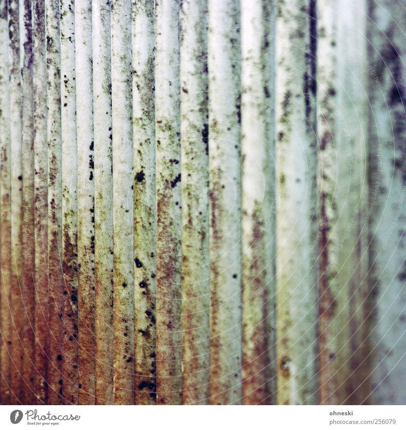 Abstrakt Menschenleer Strebe Brückengeländer Metall Rost Linie alt Verfall Vergänglichkeit verwittert Farbfoto Außenaufnahme abstrakt Strukturen & Formen Tag