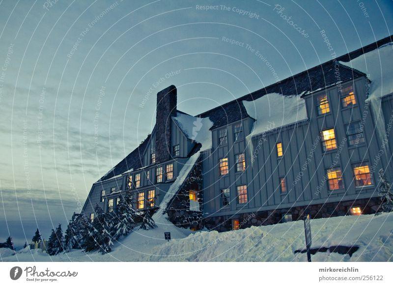 Timberline Lodge blau schön ruhig Einsamkeit Haus Erholung kalt Fenster Freiheit Architektur Holz Stein Gebäude Stimmung ästhetisch