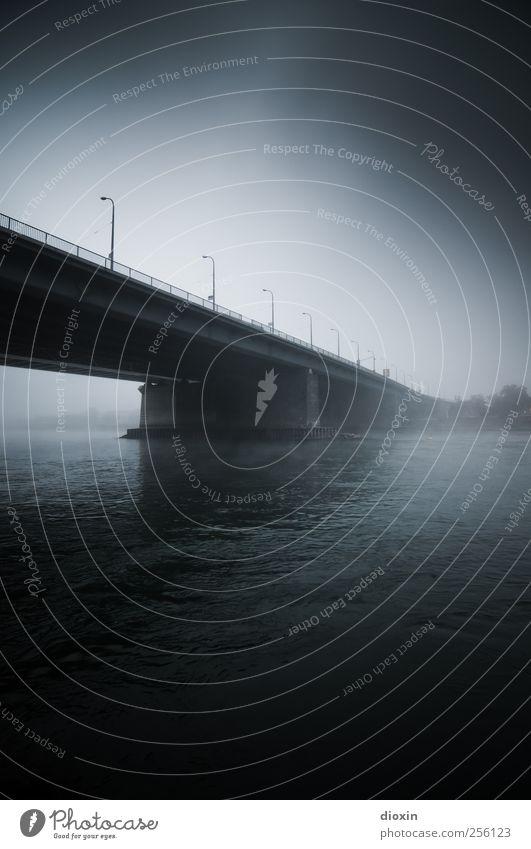 Auf der anderen Seite des Flusses [1] Wasser Himmel schlechtes Wetter Nebel Flussufer Rhein Mannheim Brücke Bauwerk Architektur Verkehrswege Straße dunkel kalt