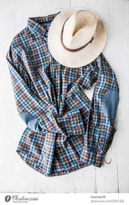Kleidungsset und verschiedene Accessoires Lifestyle kaufen Stil Design schön Leben Ferien & Urlaub & Reisen Tisch Schere Maßband Mann Erwachsene Mode Bekleidung