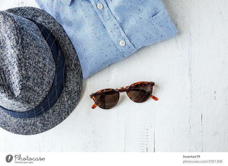 Kleidungsset und verschiedene Accessoires Lifestyle kaufen elegant Stil Design Leben Ferien & Urlaub & Reisen Tisch Schere Maßband Mann Erwachsene Mode