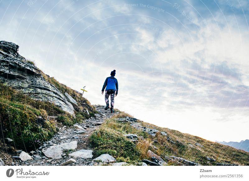 Aufstieg | Gipfel | Alpen | Wandern Natur Ferien & Urlaub & Reisen Jugendliche Junge Frau Sommer Landschaft ruhig Berge u. Gebirge Wege & Pfade Sport