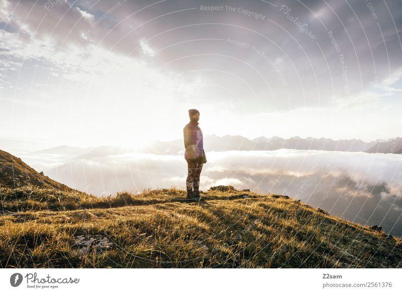 Junge Frau | Gipfel | Sonnenaufgang Ferien & Urlaub & Reisen Ausflug Abenteuer Freiheit Berge u. Gebirge wandern Feste & Feiern Jugendliche 18-30 Jahre