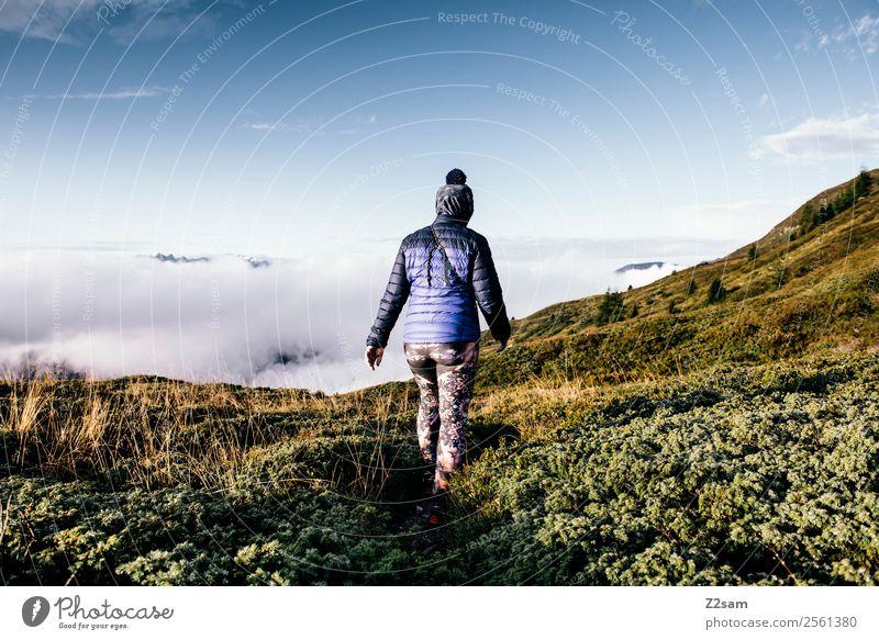 Wandern | Über den Wolken | Österreich Himmel Natur Ferien & Urlaub & Reisen Jugendliche Junge Frau Sommer Landschaft ruhig Berge u. Gebirge Erwachsene Umwelt