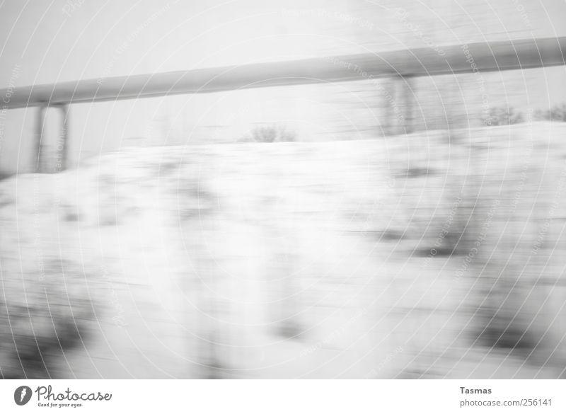 Just A Little Heat weiß schwarz kalt Schnee Landschaft grau Energiewirtschaft Eisenbahn trist Unendlichkeit Gas schlechtes Wetter Bahnfahren Schienenverkehr Gasleitung