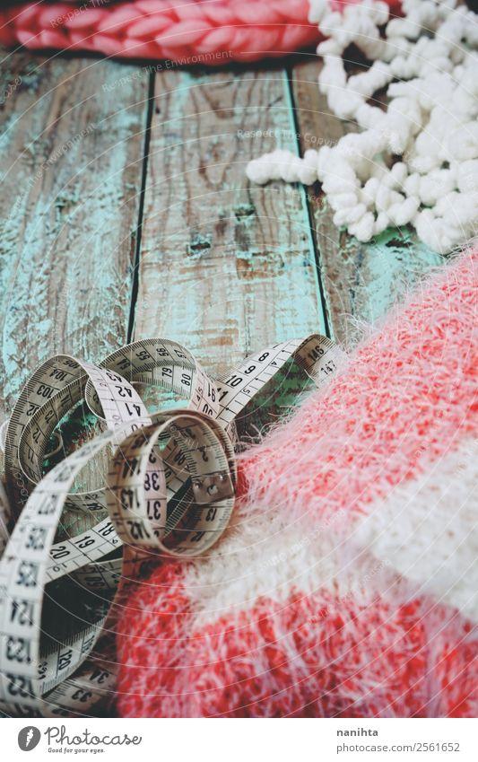 Strick- und Holzhintergrund Lifestyle Stil Design Erholung Freizeit & Hobby stricken Arbeit & Erwerbstätigkeit Beruf Designer Arbeitsplatz Mode Bekleidung