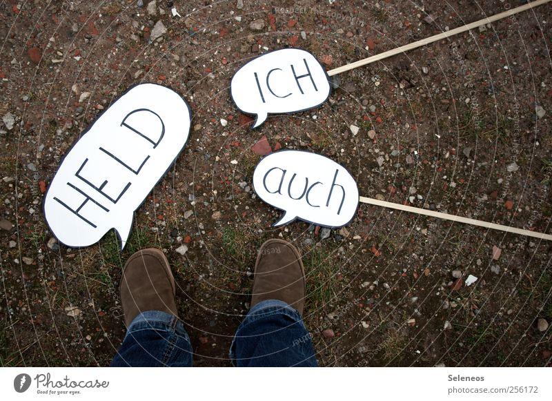 Helden wie wir Mensch Fuß 1 Gras Moos Jeanshose Schuhe Zeichen Schriftzeichen Schilder & Markierungen Hinweisschild Warnschild dreckig oben Sprechblase sprechen