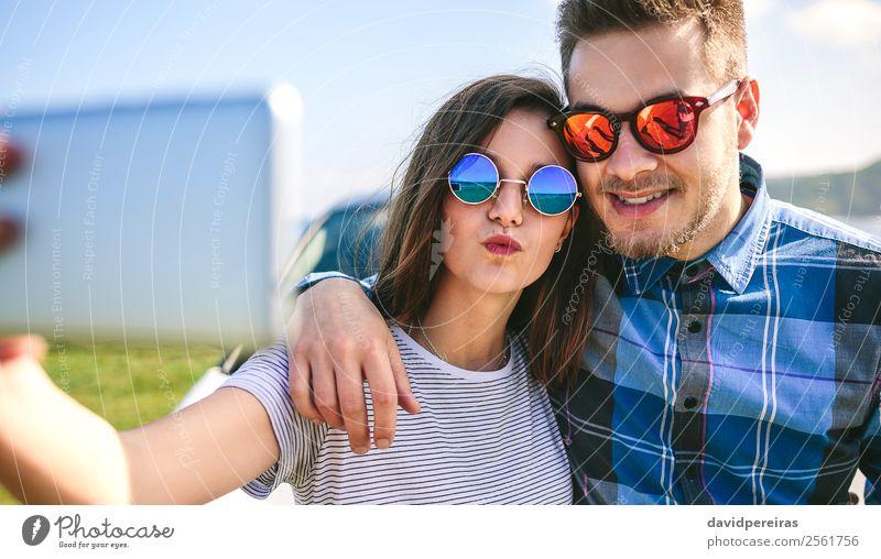 Frau Mensch Ferien & Urlaub & Reisen Mann schön Meer Lifestyle Erwachsene Liebe Küste Glück Paar Ausflug PKW Lächeln Fotografie