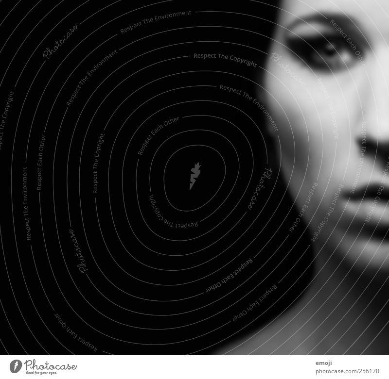 Kleopatra feminin androgyn Junge Frau Jugendliche Gesicht 1 Mensch 18-30 Jahre Erwachsene dunkel gruselig rebellisch schwarz kleopatra Schwarzweißfoto