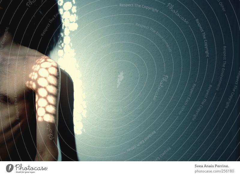meeresrauschen. Mensch Erwachsene dunkel kalt Wand nackt Traurigkeit Mauer Körper Haut maskulin Trauer 18-30 Jahre dünn Schulter Sorge