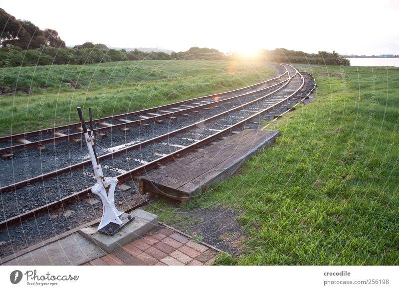 New Zealand 169 Umwelt Wiese Hügel Verkehr Verkehrswege Güterverkehr & Logistik Bahnfahren Schienenverkehr Bahnsteig Gleise Weiche Zufriedenheit Farbfoto
