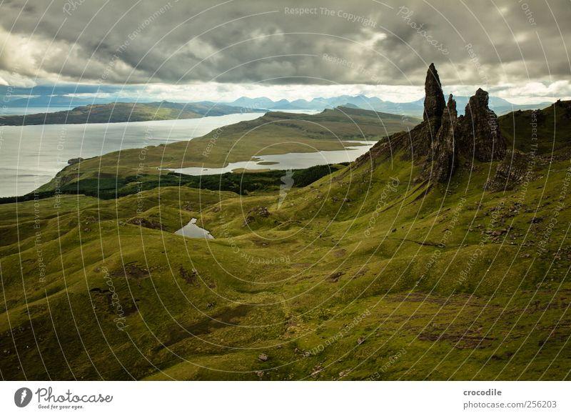 old man of storr Umwelt Natur Landschaft Urelemente schlechtes Wetter Regen Wiese Hügel Felsen Berge u. Gebirge Küste Meer Atlantik Insel Isle of Skye