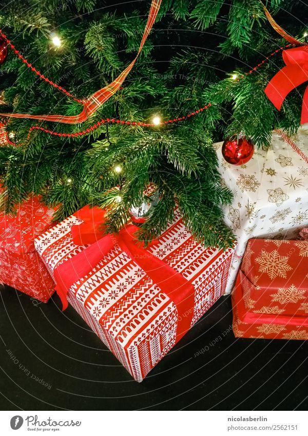 Weihnachtsgeschenke für die Familie (I) Weihnachten & Advent schön rot ruhig Freude Liebe Glück Feste & Feiern Häusliches Leben Wohnung elegant Fröhlichkeit