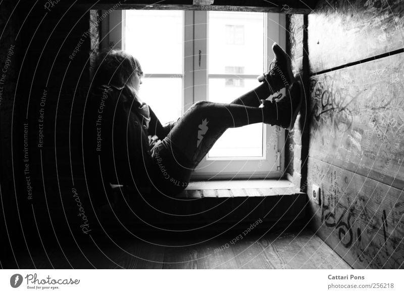 watching the seasons Frau Mensch Jugendliche ruhig Erwachsene Einsamkeit feminin dunkel Fenster Wand Mauer träumen warten liegen Schriftzeichen
