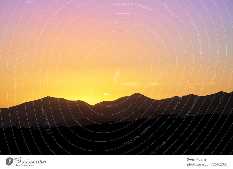 Sonnenuntergang auf Lanzarote Ferien & Urlaub & Reisen Tourismus Sommer Berge u. Gebirge Natur Landschaft Himmel Horizont Sonnenaufgang Vulkan dunkel blau gold