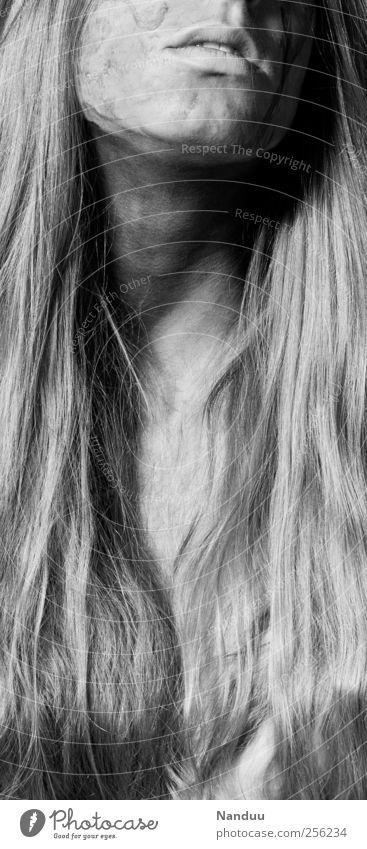 will ich versinken Mensch Erwachsene feminin Haare & Frisuren ästhetisch 18-30 Jahre langhaarig bemalt Schwarzweißfoto Extase