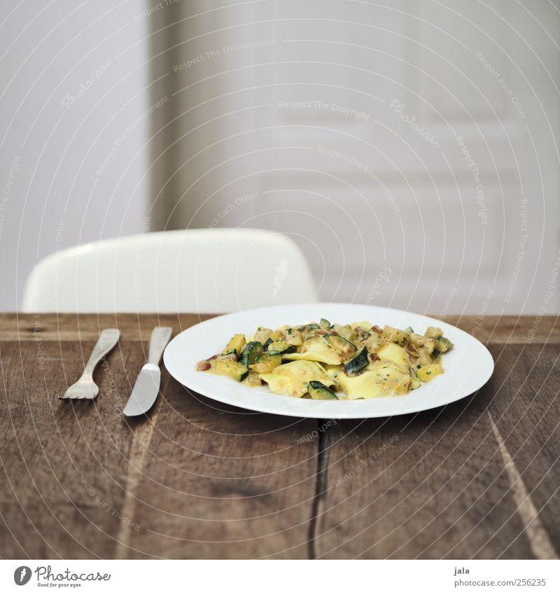 pasta Ernährung Lebensmittel Gemüse lecker Teller Appetit & Hunger Bioprodukte Mittagessen Backwaren Teigwaren Besteck Vegetarische Ernährung Holztisch