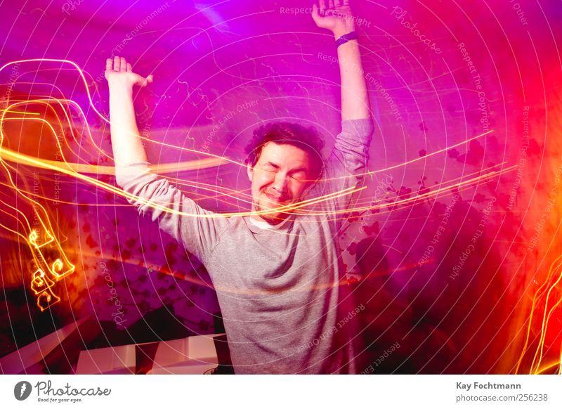 völlig losgelööst ;) Mensch Jugendliche rot Freude Erwachsene Leben Bewegung Glück Party Feste & Feiern Tanzen rosa maskulin frei Fröhlichkeit verrückt