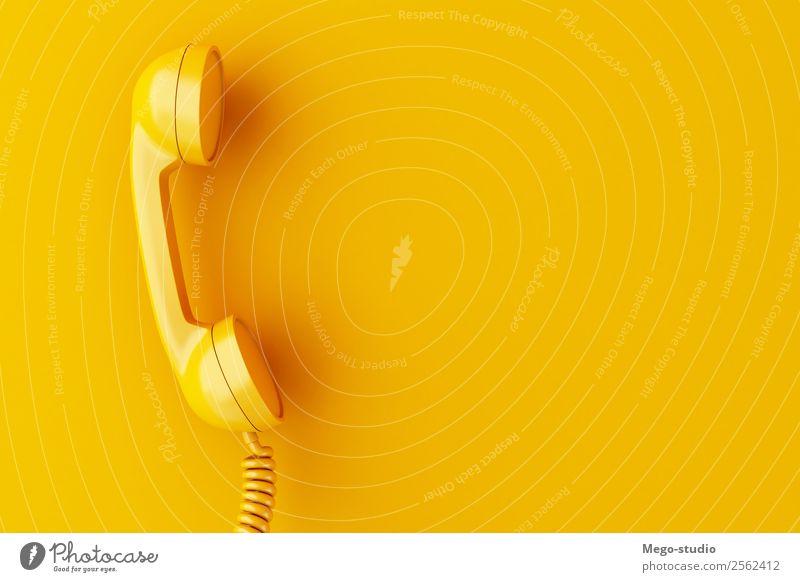 3d Vintage Telefonempfänger auf gelbem Hintergrund. Telekommunikation Business sprechen Technik & Technologie Kunststoff Linie alt Kommunizieren Telefongespräch