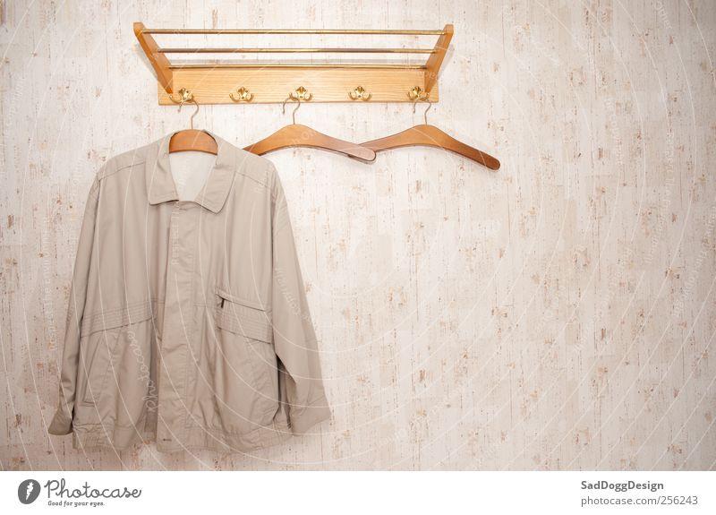 Zu Ulbach im Ochsen alt Holz Mode braun Bekleidung retro Jacke beige Haken altmodisch Eiche Kleiderbügel Vignettierung veraltet Bieder Kleiderhaken
