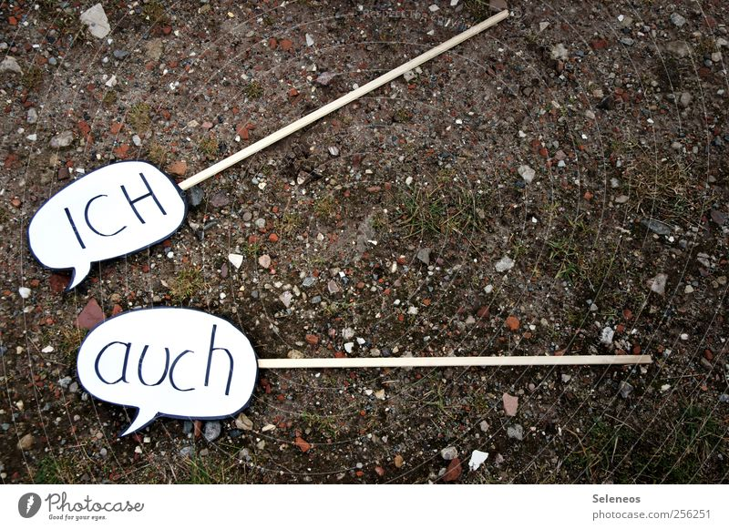 und du auch Umwelt Natur Erde Gras Moos Feld Zeichen Schriftzeichen Schilder & Markierungen Hinweisschild Warnschild sprechen Sprechblase Farbfoto Außenaufnahme